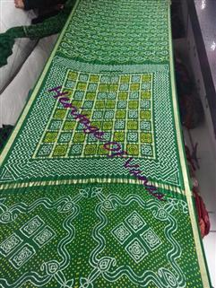 Bandhani Saree Gaji In Green Checks On Shoulders